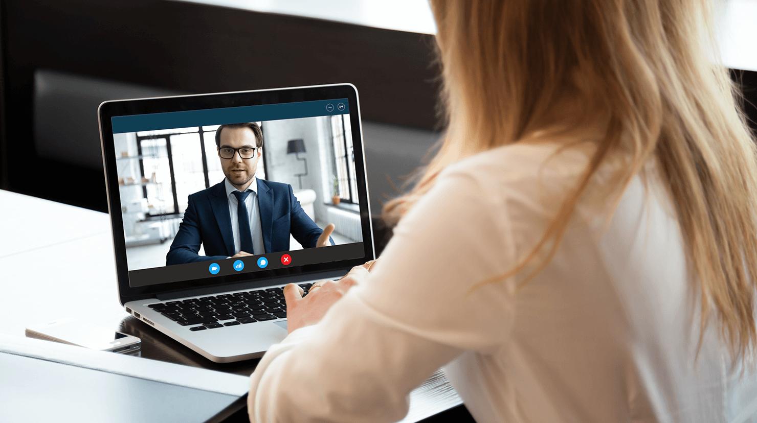 Woman talking to a man on a laptop