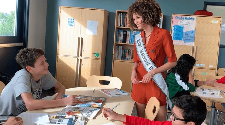 2020 Miss Hawaii Samantha Neyland speaking with kids in classroom